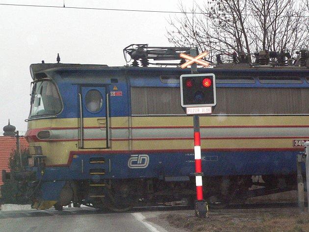 Železniční přejezd Holkov byl místem tragické události.
