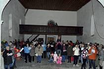 Česko zpívá koledy v Loučovicích.