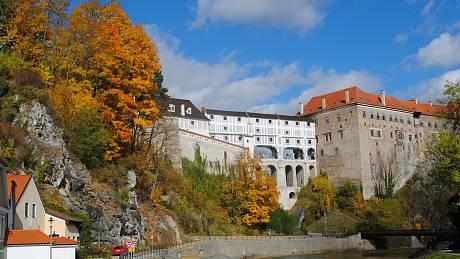 Český Krumlov se oblékl do podzimního.