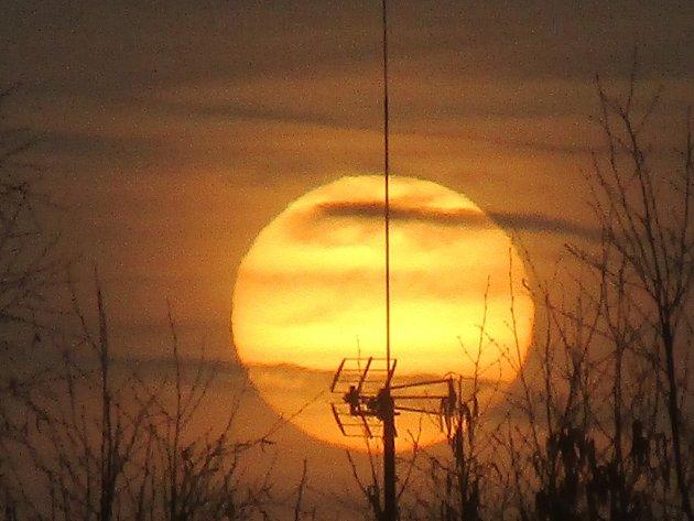 Východ slunce v Loučovicích.