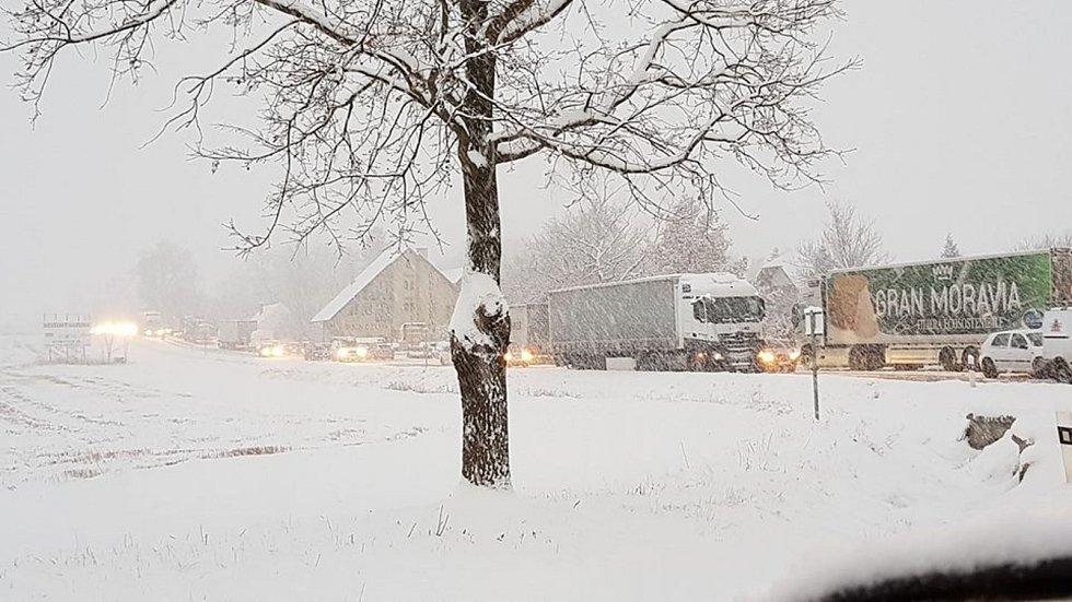 Na silnicích na Krumlovsku je radno jezdit s velkou opatrností.