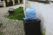 Běžný koš na drobný odpad rozhodně nenahrazuje popelnici či kontejner.