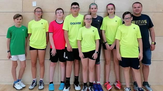 Úspěšná výprava mladých českokrumlovských badmintonistů na turnaji v Rychnově nad Kněžnou.