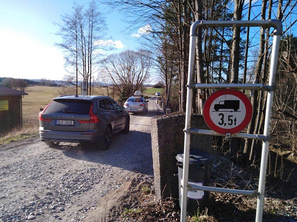 Na malém hraničním přechodu v Českém Heršláku na Českokrumlovsku panuje čilý ruch.