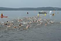Tradiční závod v dálkovém plavání se koná o víkendu v Dolní Vltavici.