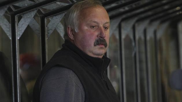 Pod taktovkou trenéra Viléma Migla vstoupí zítra medvědi do další sezony krajské ligy.