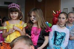 Dětským karnevalem žil sál radnice ve Křemži.