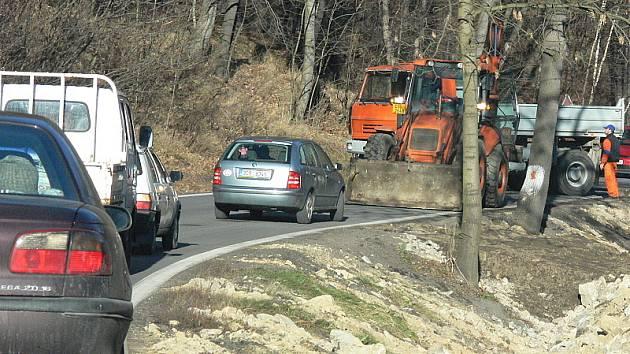 Silnice mezi Českým Krumlovem a Větřním získá na několika místech pevnější a bezpečnější břeh.