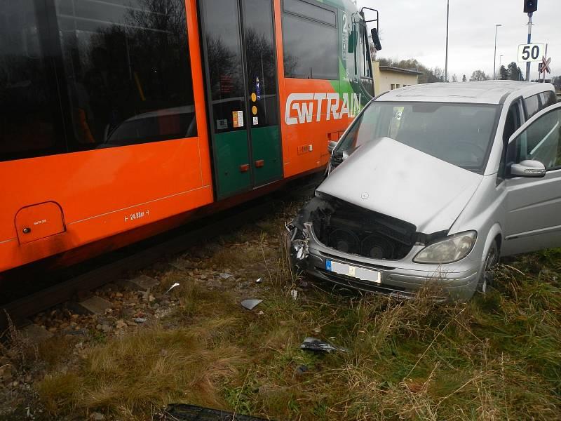 Srážka auta s vlakem na přejezdu u Horní Plané na Českokrumlovsku.