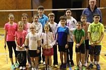 Krajský turnaj mladšího žactva přilákal tentokrát nebývale velké množství nadějí, mezi kterými nechyběla ani početná skupina SKB kouče Jiřího Frendla (na snímku).