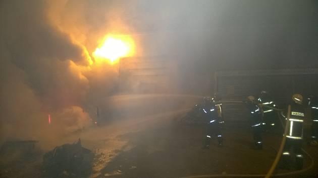 Požár sběrného dvora ve Velešíně.