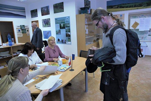 Volby vHolubově.