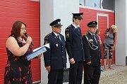 Novou zbrojnici si mohli v sobotu po otevření všichni zájemci prohlédnout. U slavnostní příležitosti byli oceněni zasloužilí členové SDH Dolní Dvořiště.