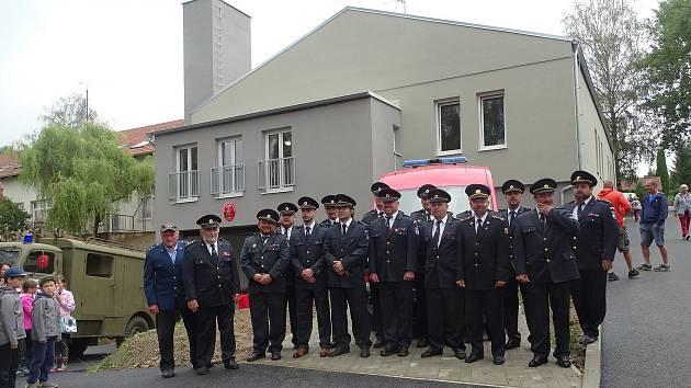 Hasičská zbrojnice v Rožmitále na Šumavě před a po rekonstrukci.
