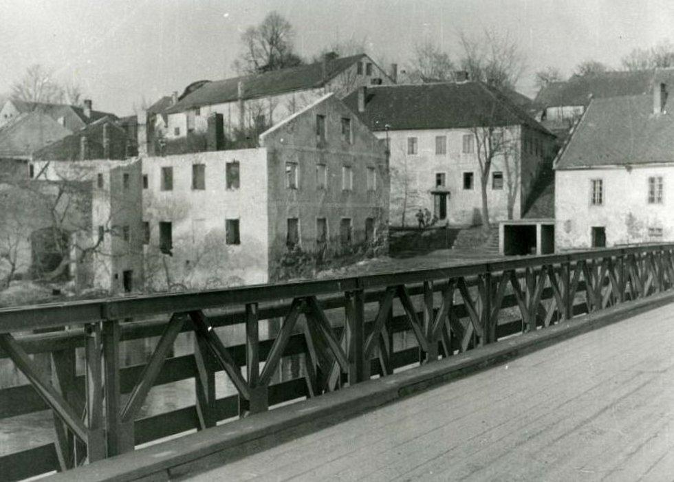 Frymburský most přes Vltavu v roce 1948.