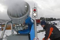 Ski areál v Lipně nad Vltavou finišuje s přípravami na letošní zimní sezonu.