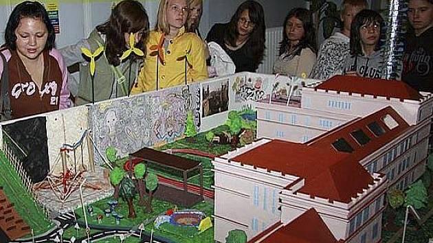 Budoucností města se v projektech v rámci oslav zabývali i krumlovští školáci.