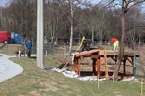 Zahrada kaplického domova pro seniory nyní prochází stavební fází.