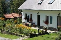 Jitka Jaklová z Lužnice je jednou z vítězek letošního ročníku soutěže o květinami nejlépe vyzdobené zahrady a balkony, kterou vyhlásili v Pohorské Vsi. Obdobné klání se uskutečnilo i ve Vyšším Brodě.