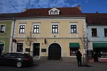 Budova bývalého katastrálního úřadu poskytne chráněné bydlení.