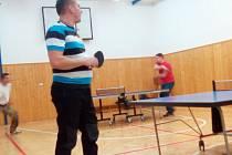 Turnaje ve stolním tenise v Rožmberku se účastnila dvacítka hráčů.