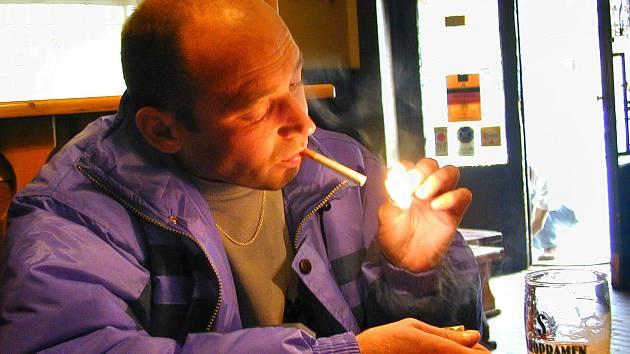 Plicní lékař ví o důsledcích kouření své.