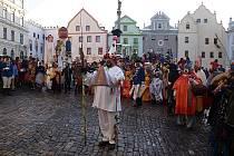 Masopustní průvod v Českém Krumlově byl ojedinělý nejen počtem aktérů, jichž bylo na sto, ale také kostýmy v duchu šumavských tradic.