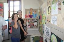 Výroční výstavu žáků výtvarného oboru ZUŠ Kaplice, pobočky Vyšší Brod, hostí vyšebrodské poštovní muzeum v areálu kláštera.