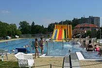 AKVAPARK ve Velešíně láká na bazén dlouhý 17 metrů, skluzavku, tři plavecké dráhy a trysky.