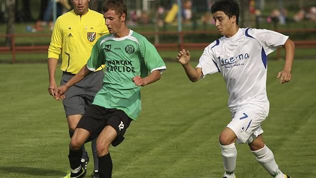 Mužem zápasu byl kaplický Tomáš Faltus (u míče, na snímku z předchozího domácího utkání s Rudolfovem), který dal dva góly a vybojoval důležitou penaltu.