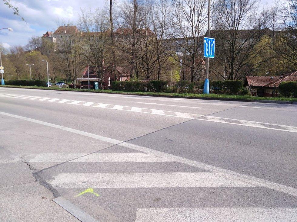 Začíná také výstavba nového přechodu na Chvalšinské ulici (silnice I/39) vČeském Krumlově, přibude i středový ochranný ostrůvek.