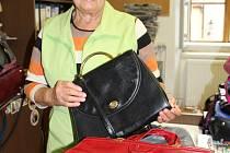 Kabelky a bižuterii darovala Českokrumlovskému deníku  pro Kabelkový veletrh Marie Tesková z Plešivce. Děkujeme!