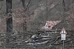Strom spadl přes cestu také v Rožmberku nad Vltavou.