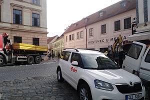 Technici vyměnili poškozené plynové potrubí v Linecké ulici.