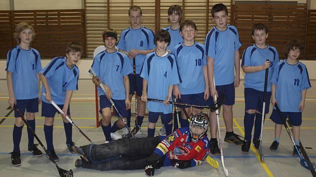 Družstvo mladších žáků FBC DDM Český Krumlov, které vítězstvím na píseckém turnaji udělalo zlatou tečku za vydařenou sezonou.