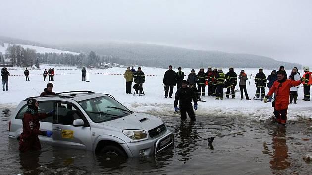 Bez hasičů a záchranářů by byl život na Lipně nemyslitelný.