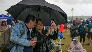 Festivalovou sobotu na Hradech sužoval déšť