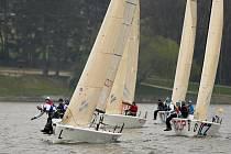 Týmy se při jachtařské lize budou střídat na lodích Melges 24.