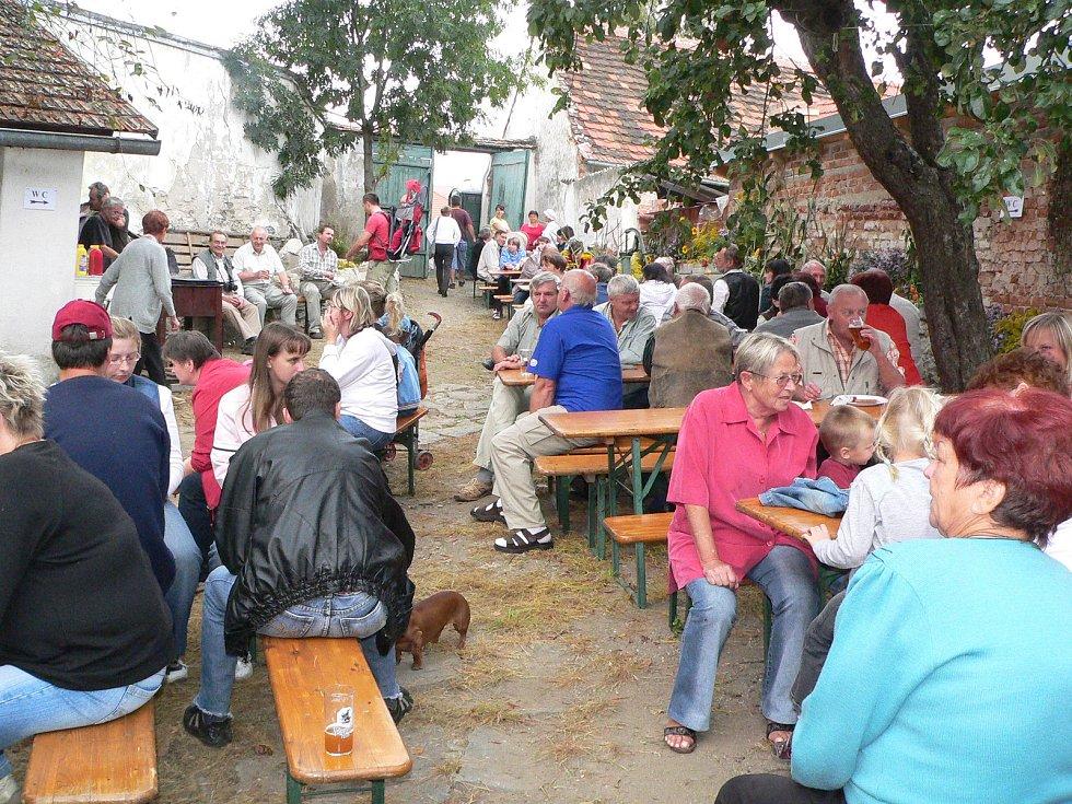 Dnes můžete zažít příjemné odpoledne při posezení na Kantůrkovci.