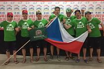 Krumlovák Vojtěch Skořepa jako člen zlaté české posádky U23 na letošním raftařském MS v Austrálii.