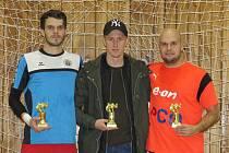 Individuality 16. ročníku Žižka podlahy Cupu – (zleva): nejlepší brankář Štefan Beránek, kanonýr David Radouch a nejlepší hráč Jiří Hrbáč.