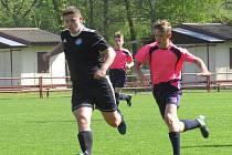 Oblastní I.A třída starší žáci – 15. kolo: FK Spartak Kaplice (černé dresy) – Sokol Suchdol nad Lužnicí / České Velenice 10:1 (5:1).