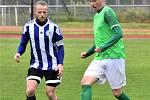 KP muži – 25. kolo: TJ Blatná (modrobílé dresy) – FK Slavoj Český Krumlov 1:3 (0:1).