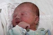 Matěj Matějka, třetí potomek hornoplánských manželů Lenky a Karla Matějkových, se narodil 9. ledna 2015 v5:23 smírami 50 centimetrů a 3500 gramů. Doma na něj čekali sourozenci Kryštof (5 let) a Mikuláš (2). Tatínek u porodu asistoval.