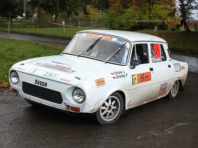 Účastníci Poháru ČR v rallye Jan Mašek a Pavel Stráský (na snímku z Rally Jeseníky) skončili první ve třídě HA 2 a zvítězili i v kategorii historických automobilů.