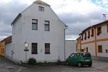 Toto je dům ve velešínském Latráni, v němž kdysi bývaly lázně.