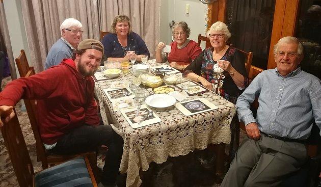 4. Alenina 'rodina' zkomunitní zahrady vBalcluthe.