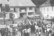 Oslavy 700 let Rožmitálu na Šumavě a jejich průvod  byly kopií prvomájových oslav. Transparenty, vlajky, projevy a rudá hvězda nemohly chybět.
