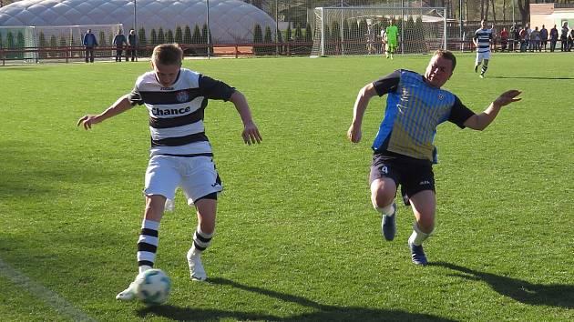 I.B třída (skupina A) – 18. kolo: FK Spartak Kaplice (bíločerné dresy) – TJ Sedlec 9:1 (3:0).