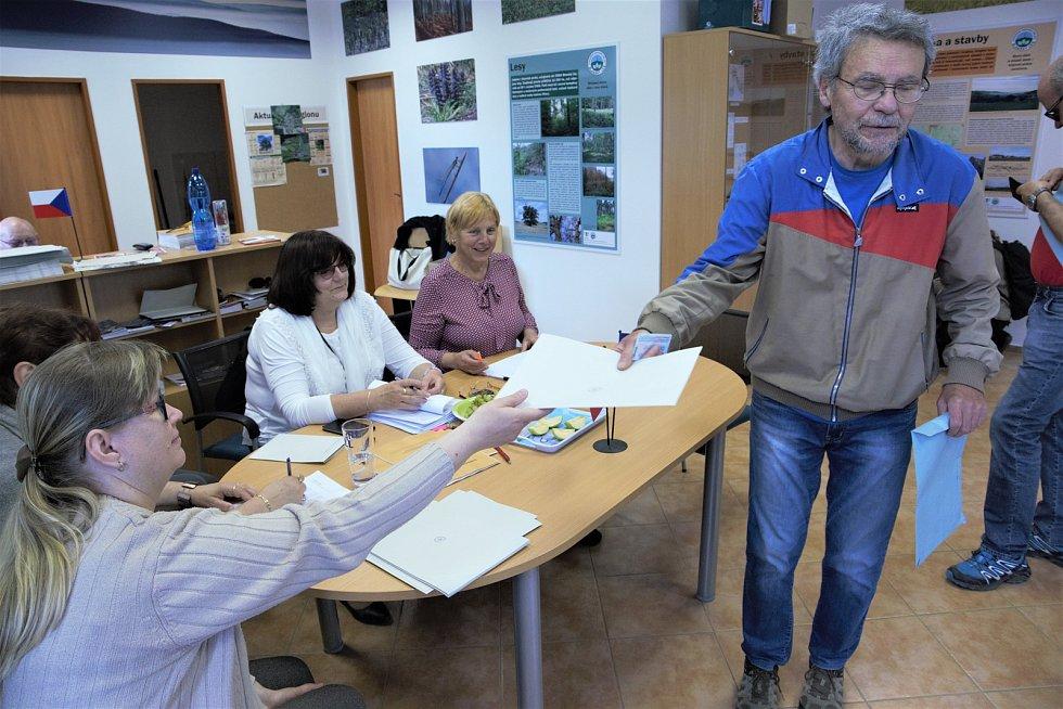 Volby v Holubově.